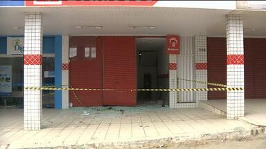 Criminosos atacam agência bancária em Aroeiras, PB - Os bandidos deixaram uma dinamite no local e o GATE teve que ser acionado para desativar o explosivo.