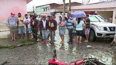 Policial Civil reage a assalto e mata casal de criminosos em Caruaru, diz PM - Suspeitos foram mortos a tiros próximo ao Posto de Saúde do bairro Boa Vista I.