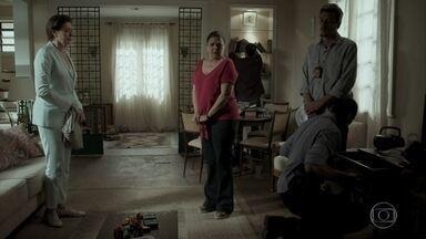 Aurora tem a casa revistada - Silvana a consola