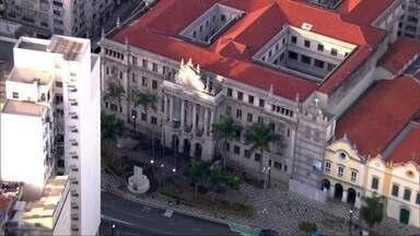 Faculdade de Direito de São Paulo guarda parte da história da Revolução de 1932 - A Revolução Constitucionalista completa 85 anos neste feriado. Monumento do Obelisco no Parque do Ibirapuera também é símbolo da revolução.