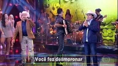 Trio Parada Dura levanta a galera com 'Fuscão Preto' - Sertanejo faz sucesso no palco