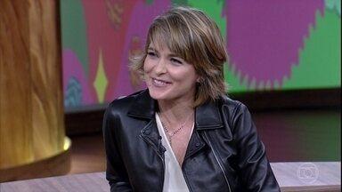 Cláudia Abreu fala sobre seus quatro filhos - Atriz afirma que é mais fácil ser mãe de um quarteto na hora de viajar, porque um faz companhia para o outro