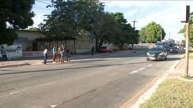 Falta de sinalização causa transtornos a pedestres em São Luís - Em muitos pontos dá pra ver o risco de pessoas que só querem chegar ao outro lado da rua.
