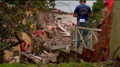 Um prédio desabou em Garanhus, no Agreste de PE - Os corpos de duas pessoas foram resgatados dos escombros.