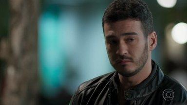 Domênico revela a Expedito seu desejo de se casar com Antônia - Júlio faz planos e sente esperança com a policial