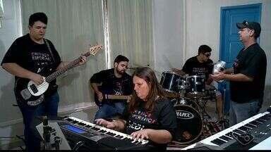 Banda de deficientes visuais de Colatina exibe talento em ensaio - Grupo 'Visão noturna' quer ganhar a vida com a música.