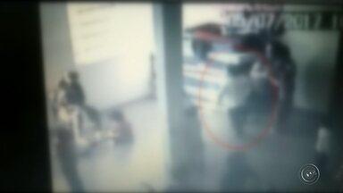 Justiça decreta prisão de funcionárias suspeitas de agredir crianças em creche de Itatinga - A Justiça determinou a prisão das duas serventes, que foram flagradas por câmeras de segurança, agredindo crianças de 3 anos, na creche onde trabalhavam, em Itatinga. Elas estão foragidas.