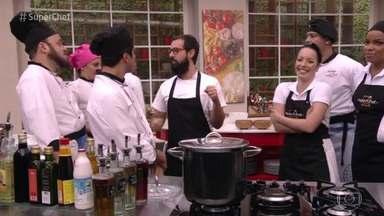 Workshop do chef Marcelo Schambeck - Chef dá uma aula sobre defumados para os participantes do Super Chef Celebridades