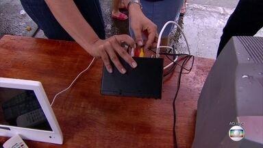 Veja como colocar os cabos do conversor digital - Sinal analógico vai ser desligado no Grande Recife no dia 26 de julho.