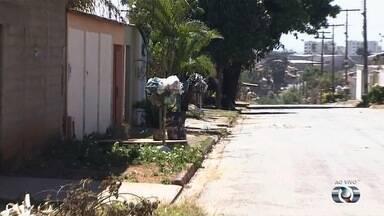 Moradores reclamam que há dias o lixo não é recolhido no Center Ville, em Goiânia - Comunidade afirma que o caminhão de coleta só passou na última segunda-feira (10).