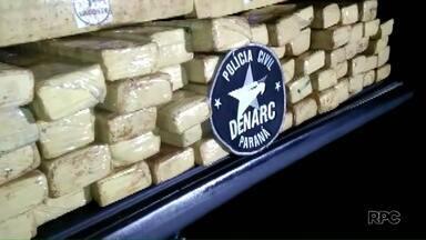 Denarc apreende 250 quilos de maconha em Londrina - Boa parte da droga estava escondida em tonéis enterrados numa mata em Londrina.