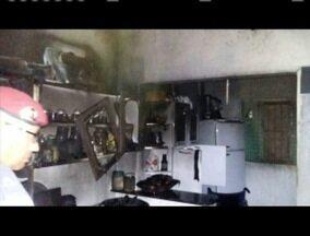 Cadeirante tem 90% do corpo queimado após explosão de botijão de gás em Teófilo Otoni - Ele estava sozinho em casa no momento da explosão; ele foi permanece internado em estado grave.