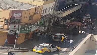 Polícia atira contra suspeito de cometer um assalto no centro de Curitiba - O homem teria apontado uma arma de brinquedo contra o policial.