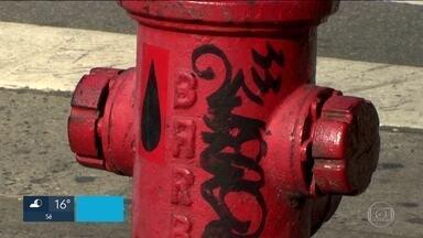 Justiça manda o Estado, a Prefeitura e a Sabesp consertarem todos os hidrantes com defeito - O último levantamento dos bombeiros mostra que só 10% dos equipamentos instalados nas calçadas funcionam corretamente.