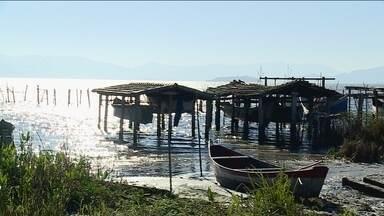 Suspeito de furtar barco é amarrado em poste e agredido em Laguna - Suspeito de furtar barco é amarrado em poste e agredido em Laguna