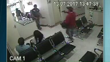 Bandidos praticam assalto em hospital de Telêmaco Borba - Eles ameaçaram funcionários e pacientes, levaram o dinheiro do caixa e pertences das vítimas.