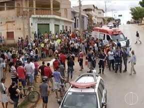 Motociclista morre após bater e ser atropelado por caminhão em Montes Claros - Acidente foi em um cruzamento do Bairro Santo Antônio II; após bater na lateral do caminhão, vítima caiu embaixo do veículo e foi atropelada pelas rodas traseiras.