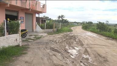 Moradores de Puxinanã reclamam de situação da estrada - Por conta das chuvas, a estrada está cheia de lama e buracos.
