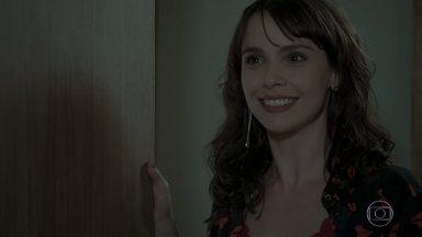 Irene pede para se encontrar com Ruy em um bar - Eugênio fica apavorado com a presença do filho e decide ir embora