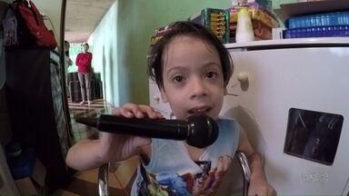 Mielomeningocele: Welinton Gabriel, 7 anos, sofre da doença, mas não se deixa abater - O sonho do menino era se ver na televisão.