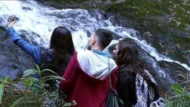 Parque Estadual da Cantareira esconde trilhas e cachoeiras lindas - Às vezes, a gente nem percebe, mas pode ter muita aventura e brincadeiras emocionantes pertinho de casa. Três irmãos que moram em Santana, na Zona Norte da capital, descobriram cachoeiras lindas num parque que viviam passando em frente.