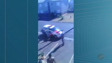 Grupo atira pedras com PMs durante atendimento de ocorrência em Batatais, SP - Tumulto ocorreu no conjunto habitacional Zaíra Pupim na tarde de quinta-feira (13).