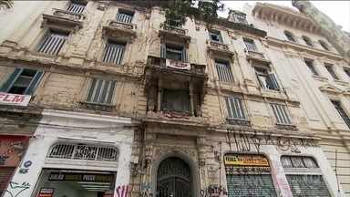 Falta de moradia é um dos principais problemas das grandes cidades brasileiras - Por causa disso, é muito grande o número de pessoas que ocupam prédios abandonados no centro da cidade de SP.