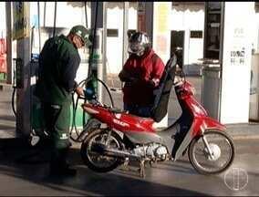 Oscilação virou rotina: Variações no preço da gasolina tem incomodado consumidores - O preço do litro da gasolina continua sendo motivo de surpresa para o consumidor, a cada vez em que ele precisa abastecer o tanque do carro.