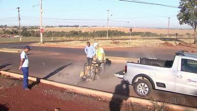 Empresa retira amostras de asfalto de avenidas de Foz do Iguaçu - Objetivo é saber o que ainda precisa ser feito em algumas das obras investigadas na Operação Pecúlio