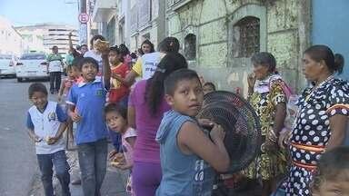 Mais de 200 índios venezuelanos são transferidos de áreas de risco para abrigos em Manaus - Índios Warao se instalaram na capital do Amazonas para fugir da fome na Venezuela.
