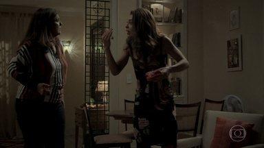Aurora e Bibi estranham por Jeiza e Heleninha falarem sobre a suposta gravidez - A policial conversa com Zeca sobre suas desconfianças em relação à esposa de Rubinho