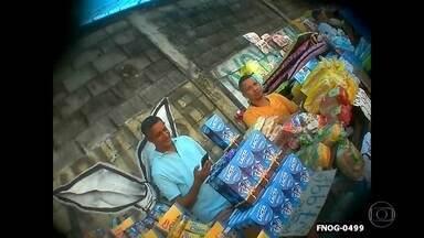Cargas roubadas são vendidas em 'feirão do crime' - O roubo de cargas está fora de controle no Rio de Janeiro, os produtos roubados estão sendo vendidos em feiras em Acari, Pavuna, Caxias e até mesmo em trens. Empresários fazem apelo às autoridades.