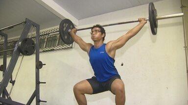 Atleta do AM coleciona conquistas no levantamento de peso - Jovem deixou arremesso para se dedicar ao levantamento.