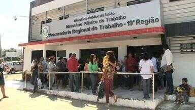Servidores cobram recebimento de verba rescisória - Cerca de 200 prestadores de serviço lotaram a Sede do Ministério Público do Trabalho.