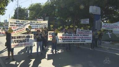 Manifestantes fecham Avenida André Araújo, em Manaus - Congestionamento se formou na via. Agentes de trânsito foram enviados ao local.