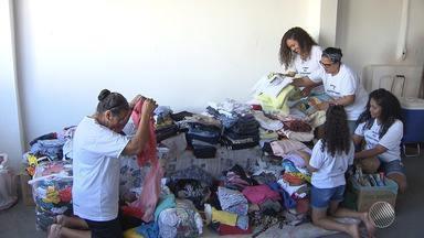 Grupo de jovens se mobilizam para conseguir doações de agasalhos e alimentos - A ação de solidariedade é realizada por um grupo de jovens do bairro de Tancredo Neves.