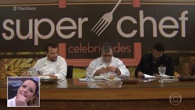 Jurados avaliam os pratos da segunda prova de repescagem - Marcello Melo Jr., Thomas Troigros e Roland Villard dão as notas para o cardápio preparado pela galera do Super Chef Celebridades