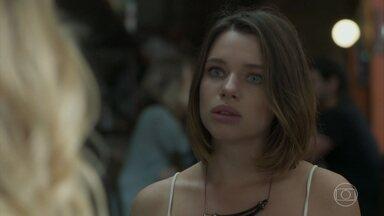 Cibele tenta se reconciliar com Anita - Namorada de Amaro se recusa a falar com a filha de Dantas
