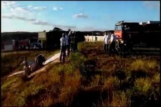 Monomotor que fez pouso forçado em 2010 em Divinópolis cai em Pará de Minas - Piloto ficou ferido e foi levado para hospital em Belo Horizonte. Viaturas foram para o local tentar conter possível explosão de aeronave.