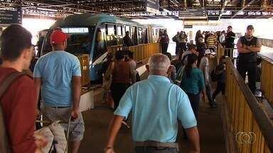 Segurança em terminais de ônibus é reforçada, em Goiânia - Passageiros aprovam retirada de ambulantes do Eixo Anhanguera.