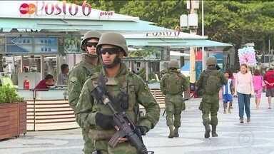 Mais de dez mil militares reforçam a segurança no Rio - Operação não terá ocupação de favelas e vai priorizar inteligência. Blindados e comboios militares ocuparam pontos estratégicos da cidade.