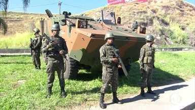 Operação contra o crime organizado no Rio completa três dias - O presidente Michel Temer esteve no Rio de Janeiro para se reunir com o comando das Forças Armadas que reforçam a segurança do estado.