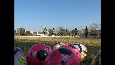 Riograndense aposta no futebol feminino em Santa Maria, RS - Mais de 50 meninas treinam duas vezes por semana no estádio dos Eucaliptos, em Santa Maria.