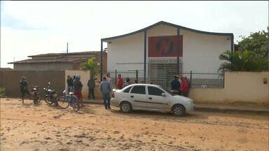 Bandidos fazem fiéis de uma igreja evangélica de reféns e roubam carro em Cuité, PB - Houve troca de tiros e várias pessoas ficaram feridas. O caso aconteceu na noite de domingo (30).