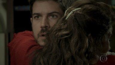 Zeca descobre que Almerinda é sua mãe - Cantora revela verdade ao filho