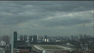 Veja a previsão do tempo para esta terça-feira (1) em São Paulo - São quase 50 dias sem chuva forte em São Paulo. Os reservatórios estão começando a baixar os níveis. O Sistema Cantareira já registra a maior queda desde o fim da crise de abastecimento.