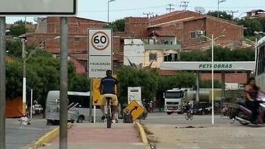 Ciclovia de Forquilha é tomada por placas de trânsito que impedem fluxo livre de ciclistas - Ciclovia de Forquilha é tomada por placas de trânsito que impedem fluxo livre de ciclistas