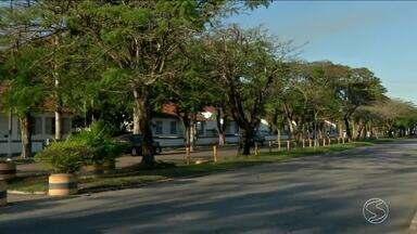 Menores tentam assaltar carro da polícia e são apreendidos em Resende, RJ - Segundo a polícia, eles estavam abordando motoristas perto da Academia Militar das Agulhas Negras.