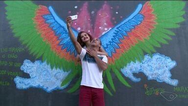 Projeto de arte deixa a cidade de Marataízes, no ES, mais colorida - Turistas e moradores estão adorando o resultado.