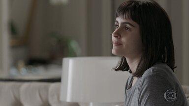 Mathias visita Bebeth no hotel - Bebeth diz a Eric que ficou triste com a crise. O empresário incentiva a filha a continuar o tratamento